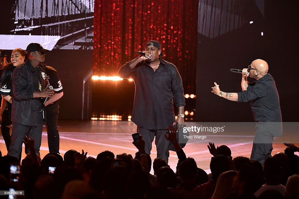 Jadakiss, Sheek Louch, Styles P of The Lox perform onstage during the VH1 Hip Hop Honors: All Hail The Queens at David Geffen Hall on July 11, 2016 in New York City.