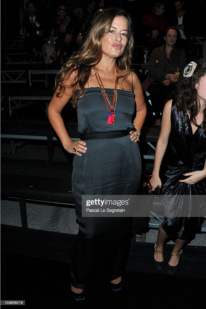 Jade Jagger arrives for the Lanvin Ready to Wear Spring/Summer 2011 show during Paris Fashion Week at Halle Freyssinet on October 1, 2010 in Paris, France.