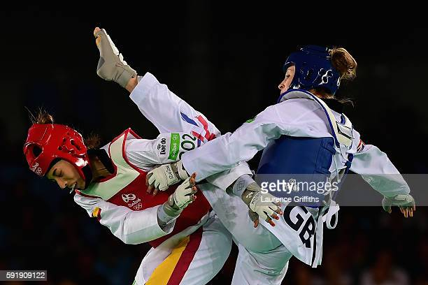 Jade Jones of Great Britain competes against Eva Calvo Gomez of Spain during the Women's 57kg Gold Medal Taekwondo contest at the Carioca Arena on...
