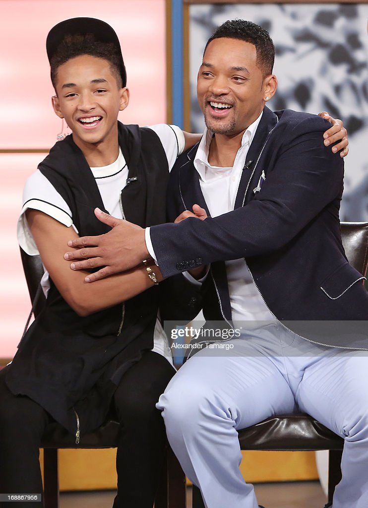 <a gi-track='captionPersonalityLinkClicked' href=/galleries/search?phrase=Jaden+Smith&family=editorial&specificpeople=709174 ng-click='$event.stopPropagation()'>Jaden Smith</a> and <a gi-track='captionPersonalityLinkClicked' href=/galleries/search?phrase=Will+Smith+-+Actor+-+Born+1968&family=editorial&specificpeople=156403 ng-click='$event.stopPropagation()'>Will Smith</a> (R) visit Univision's Despierta America to promote their film 'After Earth' at Univision Headquarters on May 16, 2013 in Miami, Florida.