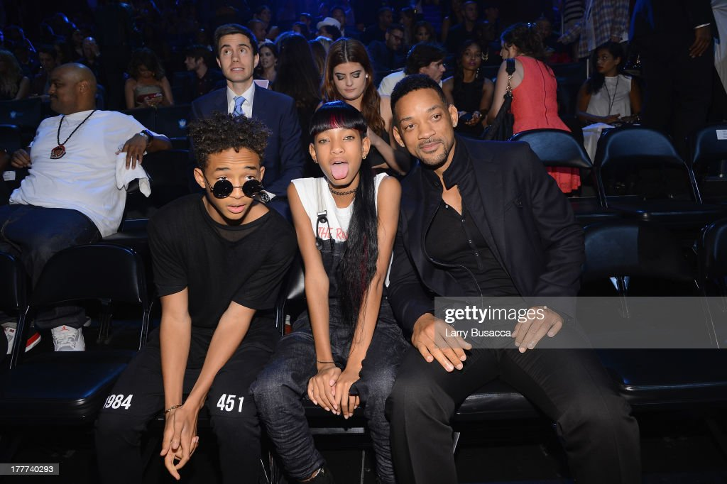 <a gi-track='captionPersonalityLinkClicked' href=/galleries/search?phrase=Jaden+Smith&family=editorial&specificpeople=709174 ng-click='$event.stopPropagation()'>Jaden Smith</a>, <a gi-track='captionPersonalityLinkClicked' href=/galleries/search?phrase=Willow+Smith&family=editorial&specificpeople=869488 ng-click='$event.stopPropagation()'>Willow Smith</a> and <a gi-track='captionPersonalityLinkClicked' href=/galleries/search?phrase=Will+Smith+-+Actor+-+Born+1968&family=editorial&specificpeople=156403 ng-click='$event.stopPropagation()'>Will Smith</a> attend the 2013 MTV Video Music Awards at the Barclays Center on August 25, 2013 in the Brooklyn borough of New York City.