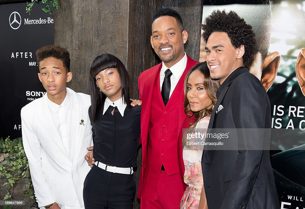<a gi-track='captionPersonalityLinkClicked' href=/galleries/search?phrase=Jaden+Smith&family=editorial&specificpeople=709174 ng-click='$event.stopPropagation()'>Jaden Smith</a>, <a gi-track='captionPersonalityLinkClicked' href=/galleries/search?phrase=Willow+Smith&family=editorial&specificpeople=869488 ng-click='$event.stopPropagation()'>Willow Smith</a>, <a gi-track='captionPersonalityLinkClicked' href=/galleries/search?phrase=Will+Smith+-+Sk%C3%A5despelare&family=editorial&specificpeople=156403 ng-click='$event.stopPropagation()'>Will Smith</a>, <a gi-track='captionPersonalityLinkClicked' href=/galleries/search?phrase=Jada+Pinkett+Smith&family=editorial&specificpeople=201837 ng-click='$event.stopPropagation()'>Jada Pinkett Smith</a> and <a gi-track='captionPersonalityLinkClicked' href=/galleries/search?phrase=Trey+Smith&family=editorial&specificpeople=1042458 ng-click='$event.stopPropagation()'>Trey Smith</a> attend the 'After Earth' premiere at Ziegfeld Theater on May 29, 2013 in New York City.