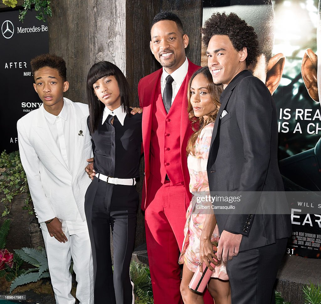 <a gi-track='captionPersonalityLinkClicked' href=/galleries/search?phrase=Jaden+Smith&family=editorial&specificpeople=709174 ng-click='$event.stopPropagation()'>Jaden Smith</a>, <a gi-track='captionPersonalityLinkClicked' href=/galleries/search?phrase=Willow+Smith&family=editorial&specificpeople=869488 ng-click='$event.stopPropagation()'>Willow Smith</a>, <a gi-track='captionPersonalityLinkClicked' href=/galleries/search?phrase=Will+Smith&family=editorial&specificpeople=156403 ng-click='$event.stopPropagation()'>Will Smith</a>, <a gi-track='captionPersonalityLinkClicked' href=/galleries/search?phrase=Jada+Pinkett+Smith&family=editorial&specificpeople=201837 ng-click='$event.stopPropagation()'>Jada Pinkett Smith</a> and <a gi-track='captionPersonalityLinkClicked' href=/galleries/search?phrase=Trey+Smith&family=editorial&specificpeople=1042458 ng-click='$event.stopPropagation()'>Trey Smith</a> attend the 'After Earth' premiere at Ziegfeld Theater on May 29, 2013 in New York City.