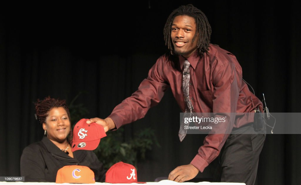 Jadeveon Clowney announces his college football commitment to the University of South Carolina Gamecocks along side his mother Josenna Clowney during...