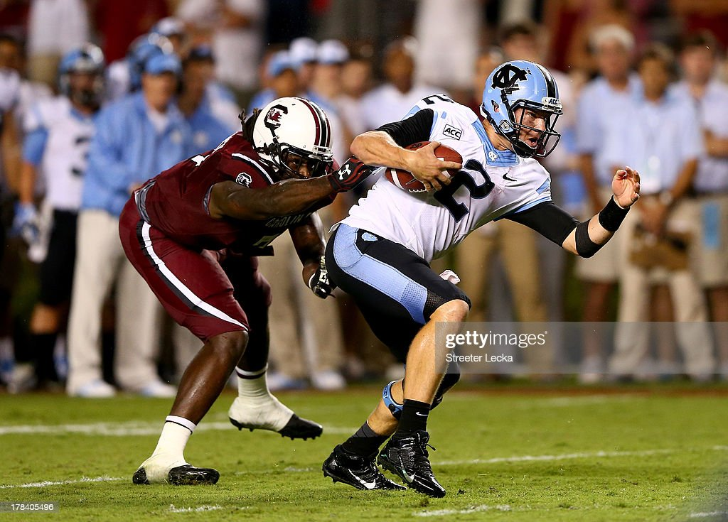 Jadeveon Clowney #7 of the South Carolina Gamecocks tries to sack Bryn Renner #2 of the North Carolina Tar Heels during their game at Williams-Brice Stadium on August 29, 2013 in Columbia, South Carolina.