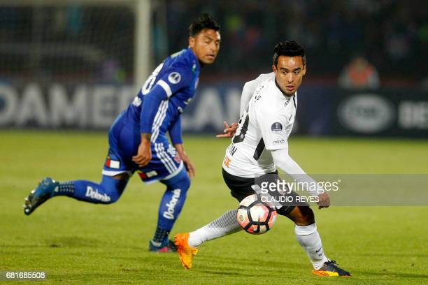 Jadson of Brazil's Corinthians vies for the ball with Gonzalo Jara of Chile's Universidad de Chile during their 2017 Sudamericana Cup football match...