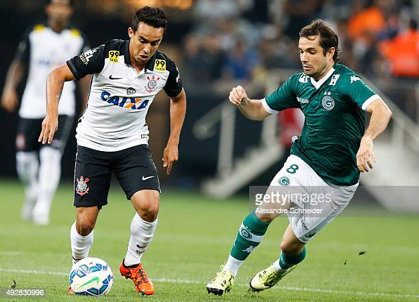 Jadson of Corinthians and David of Goias in action during the match between Corinthians and Goias for the Brazilian Series A 2015 at Arena...
