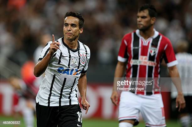 Jadson of Corinthians celebrates scoring the second goal during a match between Corinthians and Sao Paulo as part of Group 2 of Copa Bridgestone...