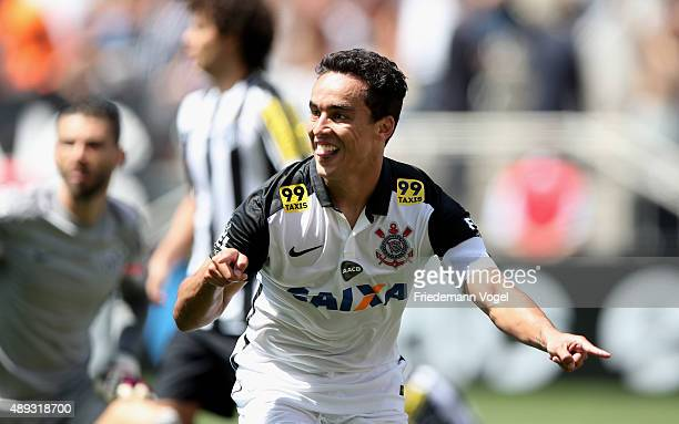 Jadson of Corinthians celebrates scoring the second goal during the match between Corinthians and Santos for the Brazilian Series A 2015 at Arena...