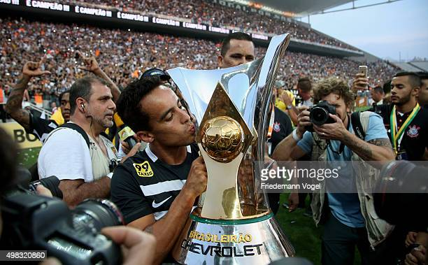 Jadson of Corinthians celebrates with the trophy after winning the match between Corinthians and Sao Paulo for the Brazilian Series A 2015 at Arena...