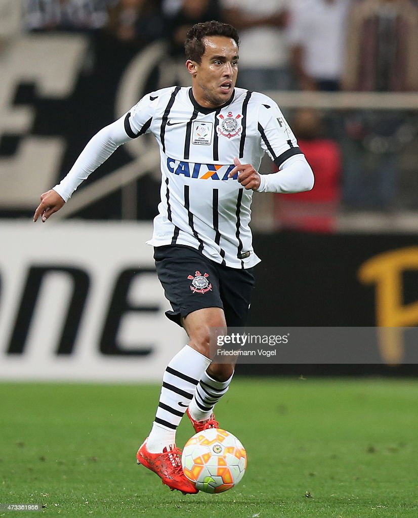 <a gi-track='captionPersonalityLinkClicked' href=/galleries/search?phrase=Jadson&family=editorial&specificpeople=3964470 ng-click='$event.stopPropagation()'>Jadson</a> of Corinthians runs with the ball during a match between Corinthians and Guarani as part of round of sixteen of Copa Bridgestone Libertadores 2015 at Arena Corinthians on May 13, 2015 in Sao Paulo, Brazil.