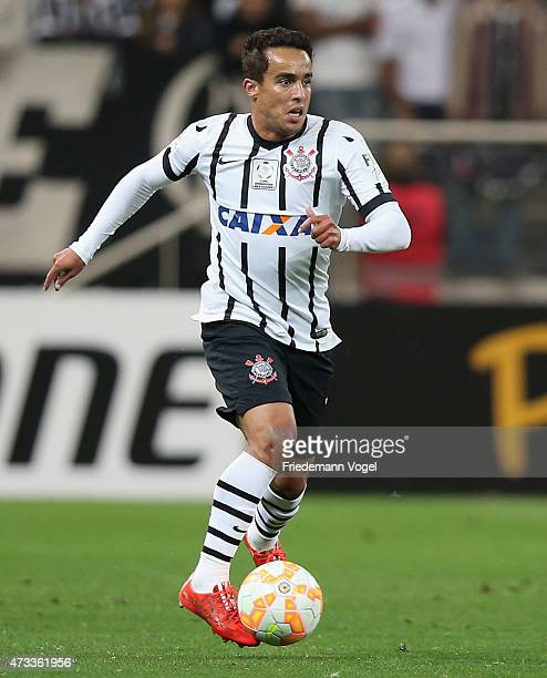 Jadson of Corinthians runs with the ball during a match between Corinthians and Guarani as part of round of sixteen of Copa Bridgestone Libertadores...
