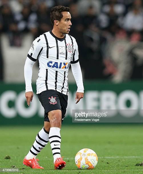 Jadson of Corinthians runs with the ball during a match between Corinthians and Guarani as part of round of sixteen of Copa Bridgestone Libertadores...