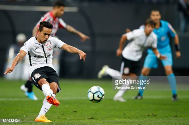 Jadson of Corinthiansscores their thirth goal during the match between Corinthians and Sao Paulo for the Brasileirao Series A 2017 at Arena...