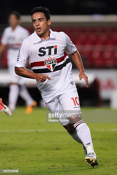 Jadson of Sao Paulo fights for the ball during the match between Sao Paulo and Linense as part of Paulista Championship 2013 at Morumbi Stadium on...