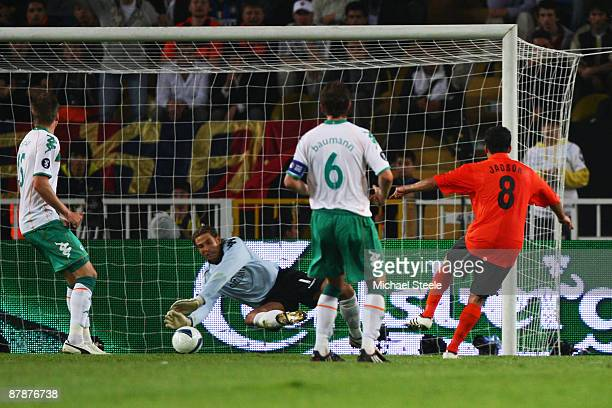 Jadson of Shakhtar Donetsk scores the first goal in extra time during the UEFA Cup Final between Shakhtar Donetsk and Werder Bremen at the Sukru...