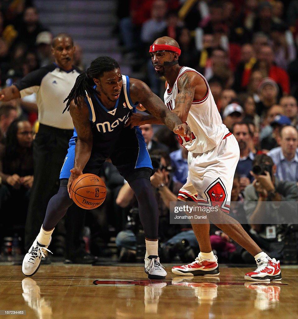 Jae Crowder #9 of the Dallas Mavericks moves against Richard Hamilton #32 of the Chicago Bulls at the United Center on November 28, 2012 in Chicago, Illinois. The Bulls defeated the Mavericks 101-78.