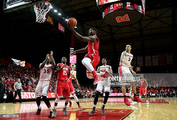 Jae'Sean Tate of the Ohio State Buckeyes drives for a shot attempt against the Rutgers Scarlet Knights during their Big Ten conference game at...