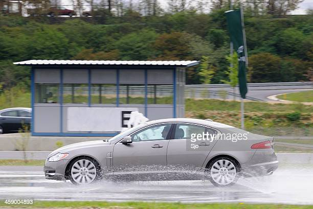 Jaguar XF Ausrutschen