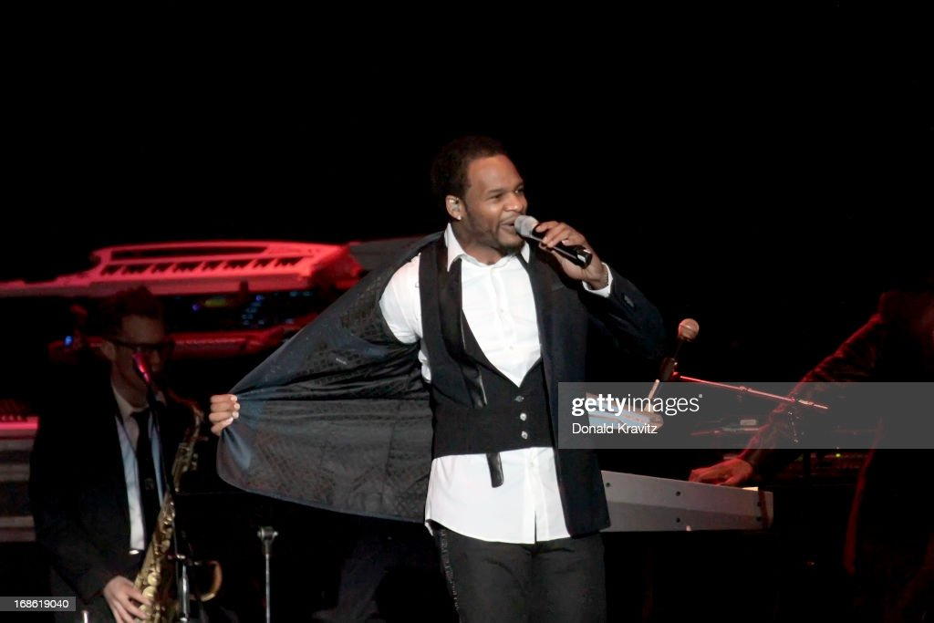 <a gi-track='captionPersonalityLinkClicked' href=/galleries/search?phrase=Jaheim&family=editorial&specificpeople=756220 ng-click='$event.stopPropagation()'>Jaheim</a> performs during Charlie Wilson's Mother's Day Fest at Atlantic City Boardwalk Hall on May 11, 2013 in Atlantic City, New Jersey.