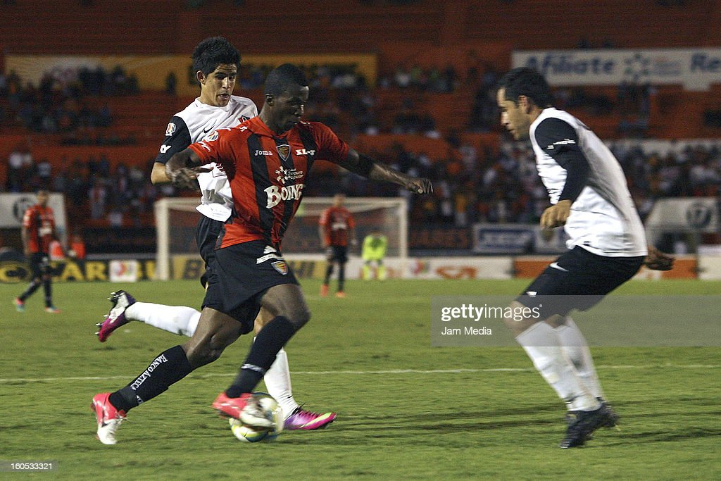 Jahir Barraza of Atlas struggles for the ball with Franco Arizala of Jaguares during the Clausura 2013 Liga MX at Victor Manuel Reyna Stadium on February 01, 2013 in Tuxtla Gutierrez, Mexico.