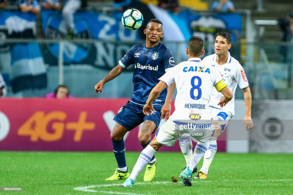 Jailson of Gremio battles for the ball against Henrique of Cruzeiro during the match Gremio v Cruzeiro as part of Brasileirao Series A 2017, at Arena do Gremio on October 11, 2017, in Porto Alegre, Brazil.