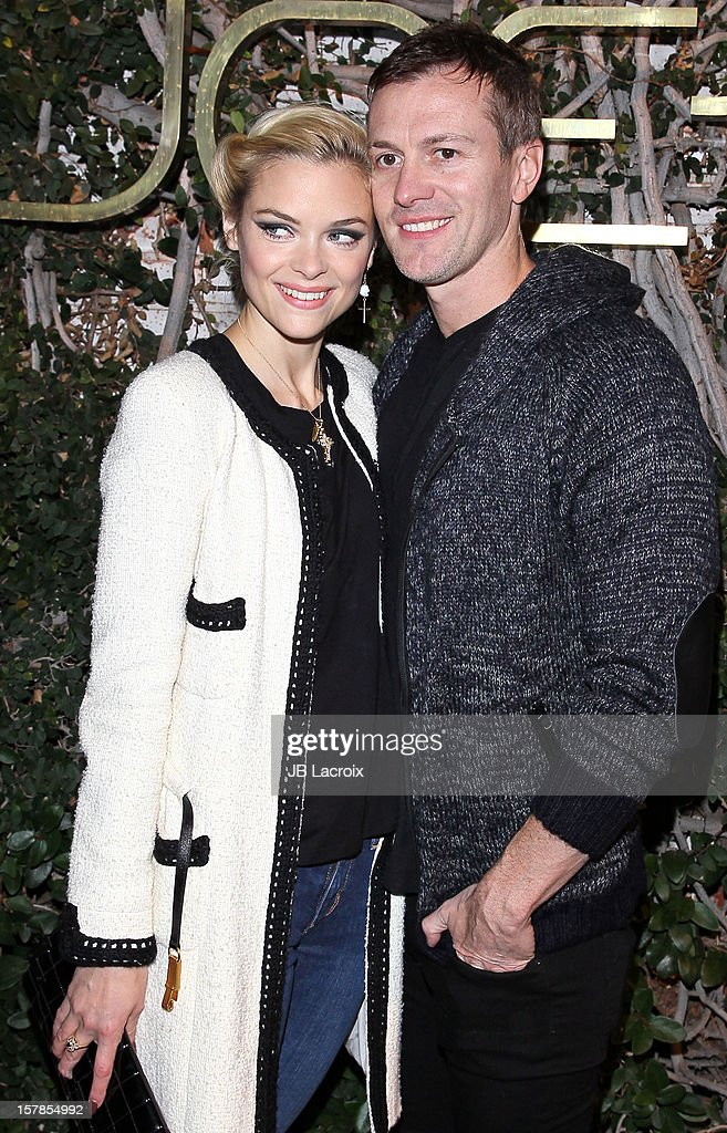 <a gi-track='captionPersonalityLinkClicked' href=/galleries/search?phrase=Jaime+King+-+Schauspielerin&family=editorial&specificpeople=206809 ng-click='$event.stopPropagation()'>Jaime King</a> and Kyle Newman are seen on December 6, 2012 in Los Angeles, California.