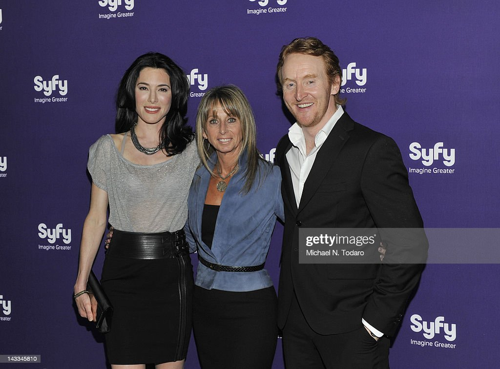 <a gi-track='captionPersonalityLinkClicked' href=/galleries/search?phrase=Jaime+Murray+-+Actress&family=editorial&specificpeople=217455 ng-click='$event.stopPropagation()'>Jaime Murray</a>, <a gi-track='captionPersonalityLinkClicked' href=/galleries/search?phrase=Bonnie+Hammer&family=editorial&specificpeople=223874 ng-click='$event.stopPropagation()'>Bonnie Hammer</a> and <a gi-track='captionPersonalityLinkClicked' href=/galleries/search?phrase=Tony+Curran&family=editorial&specificpeople=626484 ng-click='$event.stopPropagation()'>Tony Curran</a> attend the Syfy 2012 Upfront event at the American Museum of Natural History on April 24, 2012 in New York City.