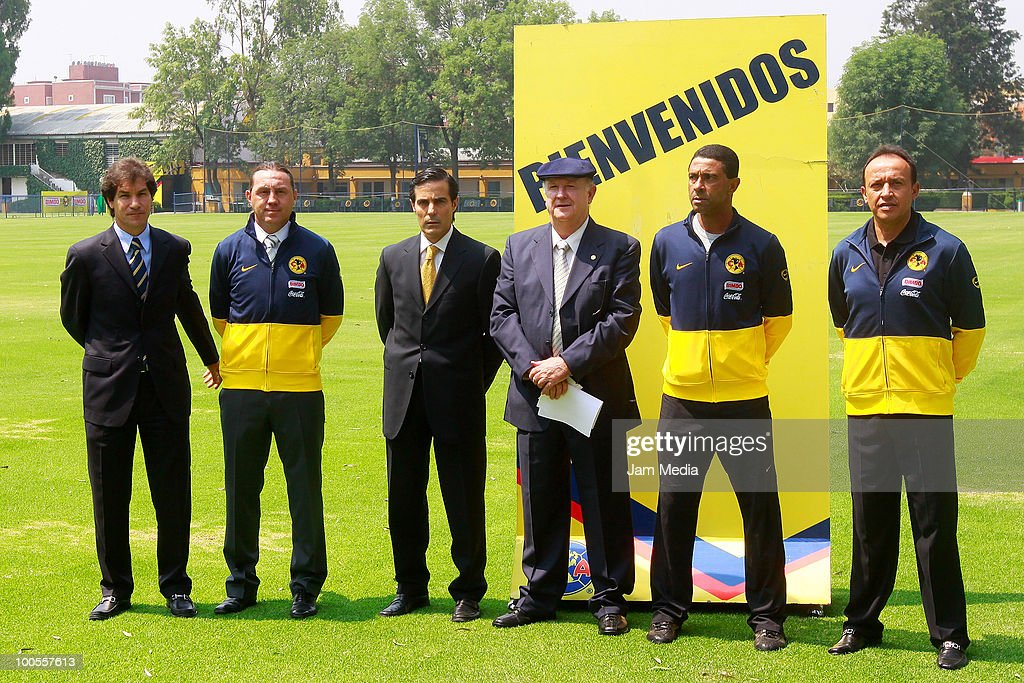 Jaime Ordiales, Alex Aguinaga, Michel Bauer, Manuel Lapuente, Cecilio de los Santos and Alex Dominguez during the presentation of Lapuente as America's new coach at Coapa on May 25, 2010 in Mexico City, Mexico.