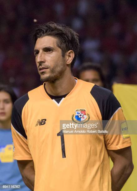 Jaime Penedo goalkeeper of Panama looks on during the match between Costa Rica and Panama as part of the FIFA 2018 World Cup Qualifiers at Estadio...