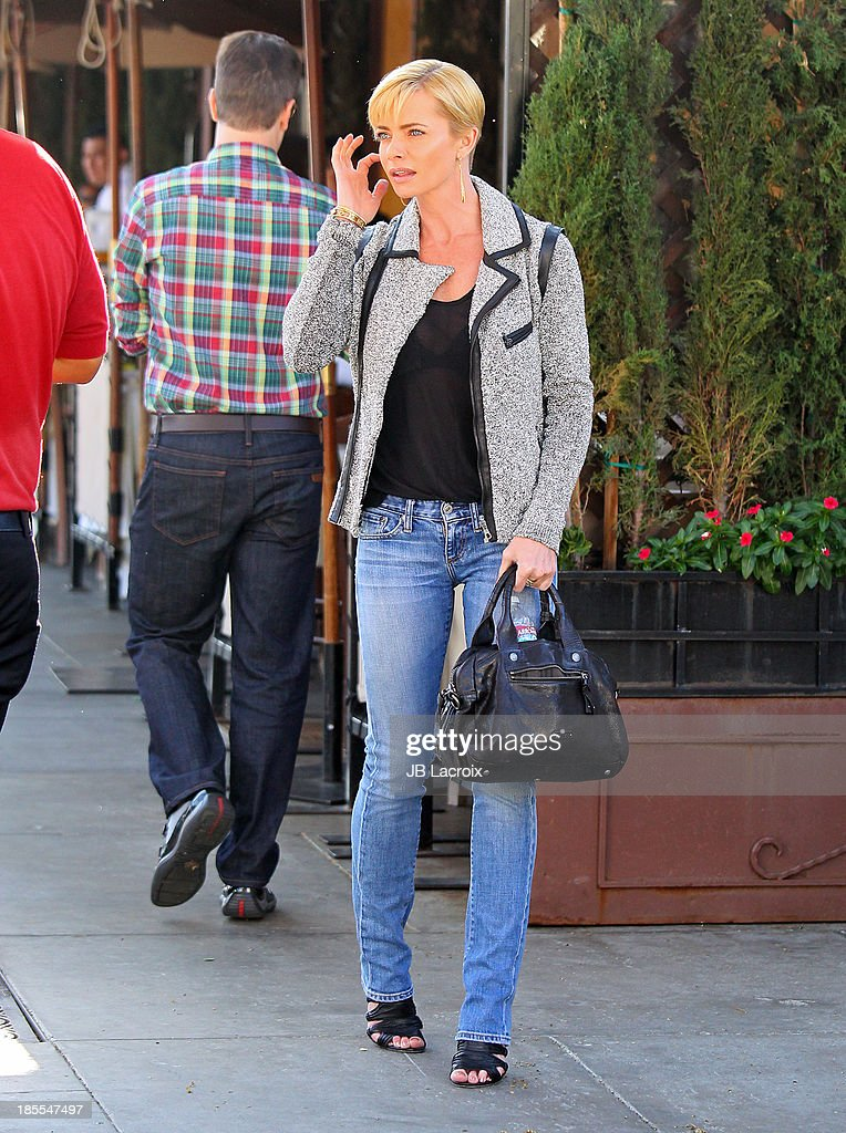 <a gi-track='captionPersonalityLinkClicked' href=/galleries/search?phrase=Jaime+Pressly&family=editorial&specificpeople=211226 ng-click='$event.stopPropagation()'>Jaime Pressly</a> is seen on October 21, 2013 in Los Angeles, California.