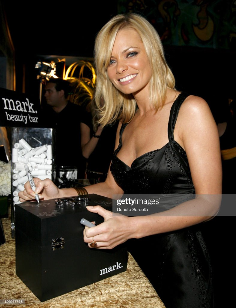 <a gi-track='captionPersonalityLinkClicked' href=/galleries/search?phrase=Jaime+Pressly&family=editorial&specificpeople=211226 ng-click='$event.stopPropagation()'>Jaime Pressly</a> with mark cosmetics during Movieline's Hollywood Life 8th Annual Young Hollywood Awards - Backstage and Audience at Music Box at The Fonda in Los Angeles, California, United States.