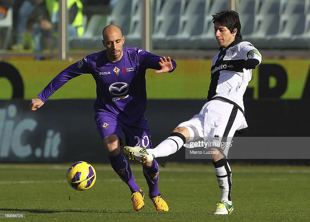 <a gi-track='captionPersonalityLinkClicked' href=/galleries/search?phrase=Jaime+Valdes&family=editorial&specificpeople=5669684 ng-click='$event.stopPropagation()'>Jaime Valdes</a> (R) of Parma FC competes for the ball with <a gi-track='captionPersonalityLinkClicked' href=/galleries/search?phrase=Borja+Valero&family=editorial&specificpeople=4821853 ng-click='$event.stopPropagation()'>Borja Valero</a> (L) of ACF Fiorentina during the Serie A match between ACF Fiorentina and Parma FC at Stadio Artemio Franchi on February 3, 2013 in Florence, Italy.