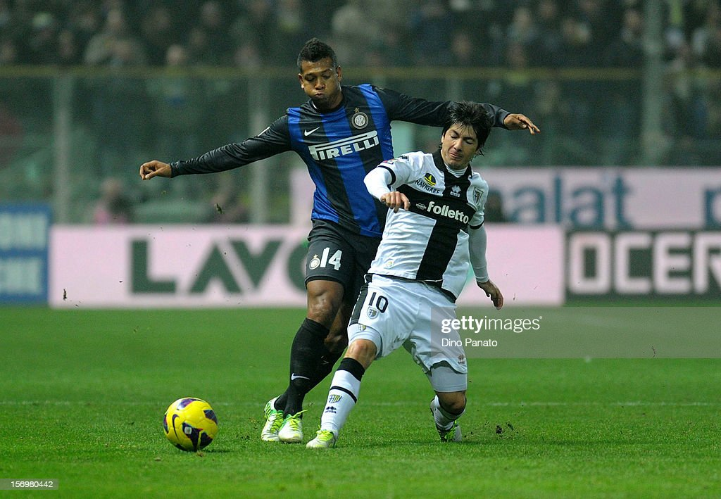 Jaime Valdes (R) of Parma FC competes with Alejandro Guarin of Internazionale Milano during the Serie A match between Parma FC and FC Internazionale Milano at Stadio Ennio Tardini on November 26, 2012 in Parma, Italy.