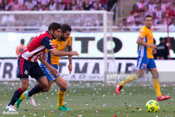 Jair Pereira of Chivas fights for the ball with AndrePierre Gignac of Tigres during the Final second leg match between Chivas and Tigres UANL as part...