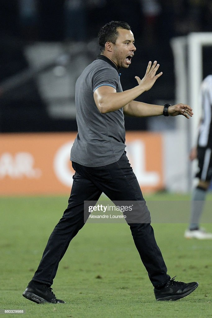 Jair Ventura, head coach of Botafogo celebrates the victory after the match between Botafogo and Chapecoense as part of Brasileirao Series A 2017 at Engenhao Stadium on October 11, 2017 in Rio de Janeiro, Brazil.