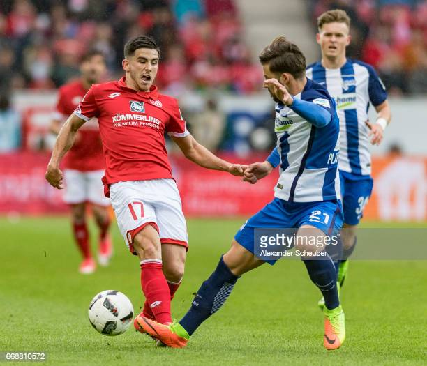 Jairo Samperio of Mainz 05 challenges Marvin Plattenhardt of Hertha BSC during the Bundesliga match between 1 FSV Mainz 05 and Hertha BSC at Opel...