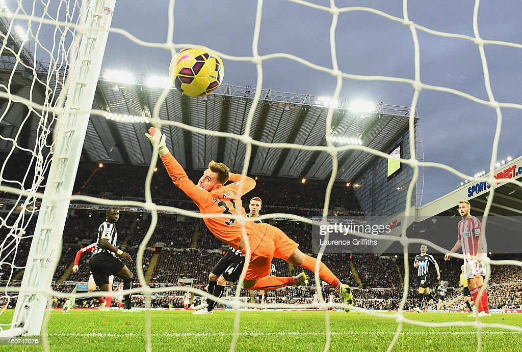 <a gi-track='captionPersonalityLinkClicked' href=/galleries/search?phrase=Jak+Alnwick&family=editorial&specificpeople=7349596 ng-click='$event.stopPropagation()'>Jak Alnwick</a> of Newcastle United fails to stop the shot by <a gi-track='captionPersonalityLinkClicked' href=/galleries/search?phrase=Adam+Johnson+-+Soccer+Player&family=editorial&specificpeople=6720094 ng-click='$event.stopPropagation()'>Adam Johnson</a> of Sunderland during the Barclays Premier League match between Newcastle United and Sunderland at St James' Park on December 21, 2014 in Newcastle upon Tyne, England.