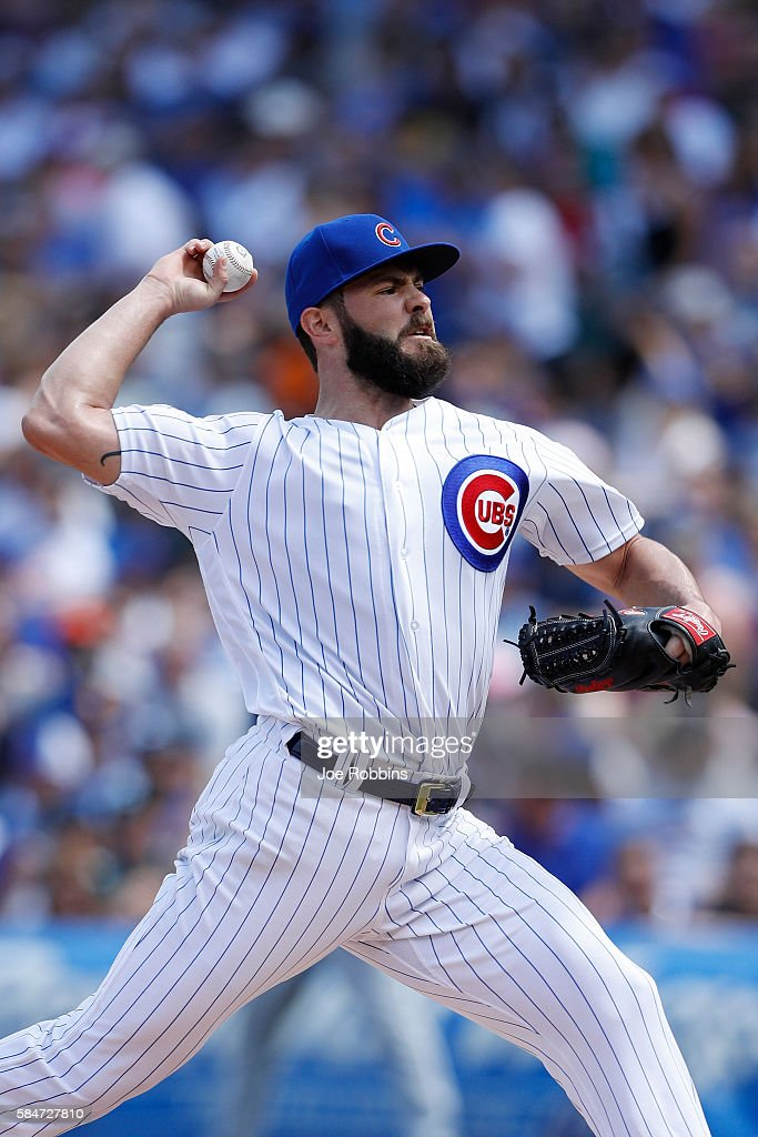Jake Arrieta #49 of the Chicago Cubs pitches in the fourth inning against the Seattle Mariners at Wrigley Field on July 30, 2016 in Chicago, Illinois. The Mariners defeated the Cubs 4-1.