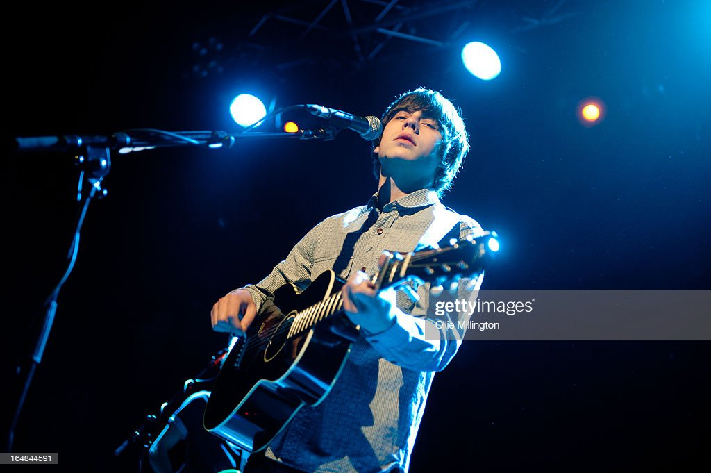 Jake Bugg performs onstage during his March 2013 UK tour at o2 Academy on March 28, 2013 in Leicester, England. (Photo by Ollie Millington/Redferns via Getty Images) LEICESTER, UNITED KINGDOM - MARCH 28: Jake Bugg performs onstage during his March 2013 UK tour at o2 Academy on March 28, 2013 in Leicester, England.