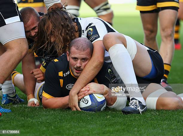 Jake CooperWoolley of Wasps scores the second try duing the European Rugby Champions Cup match between Wasps and Zedbre Rugby at The Ricoh Arena on...