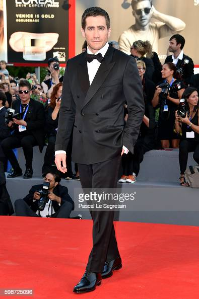 jake-gyllenhaal-attends-the-premiere-of-nocturnal-animals-during-the-picture-id598725096
