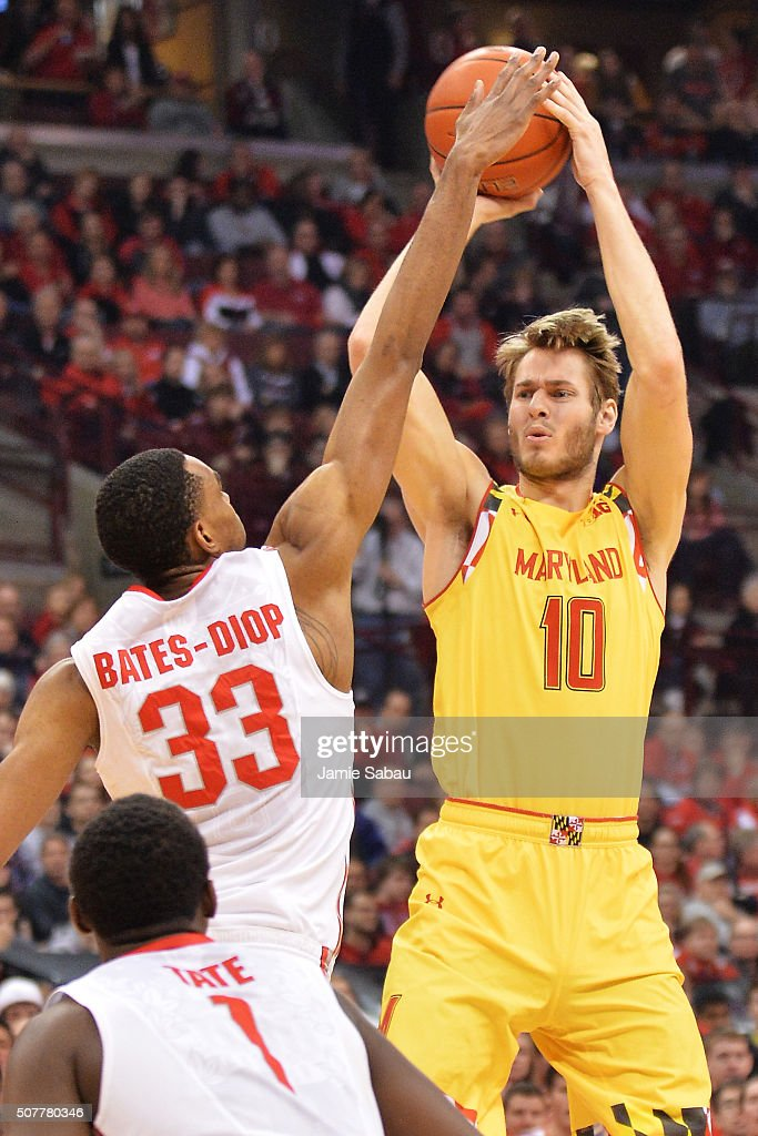 <a gi-track='captionPersonalityLinkClicked' href=/galleries/search?phrase=Jake+Layman&family=editorial&specificpeople=9973489 ng-click='$event.stopPropagation()'>Jake Layman</a> #10 of the Maryland Terrapins looks for an outlet for a pass as Keita Bates-Diop #33 of the Ohio State Buckeyes defends in the first half on January 31, 2016 at Value City Arena in Columbus, Ohio.