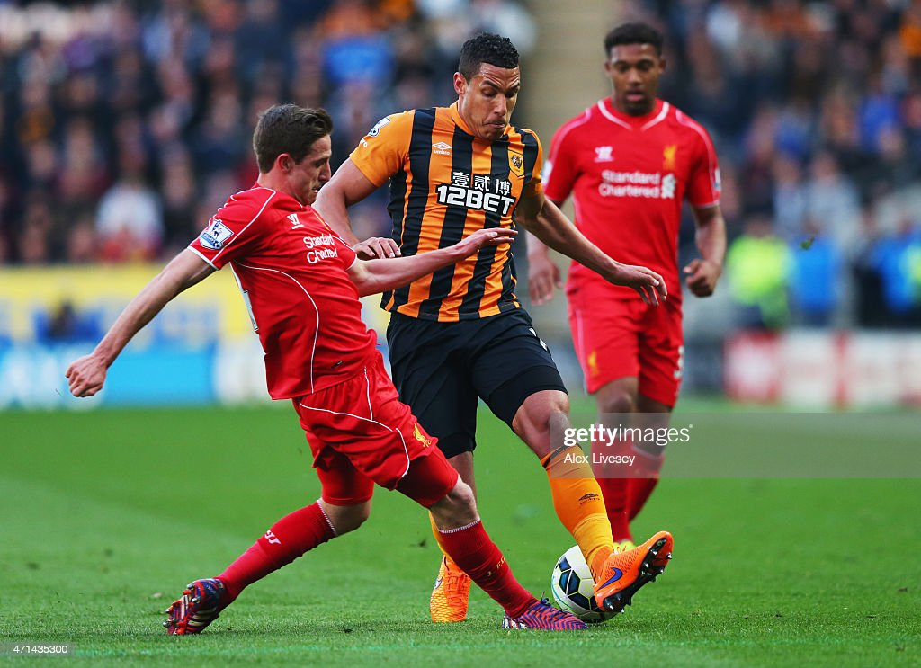 Jake Livermore of Hull City takes on Joe Allen (L) and Jordon Ibe of Liverpool (R) during the Barclays Premier League match between Hull City and Liverpool at KC Stadium on April 28, 2015 in Hull, England.