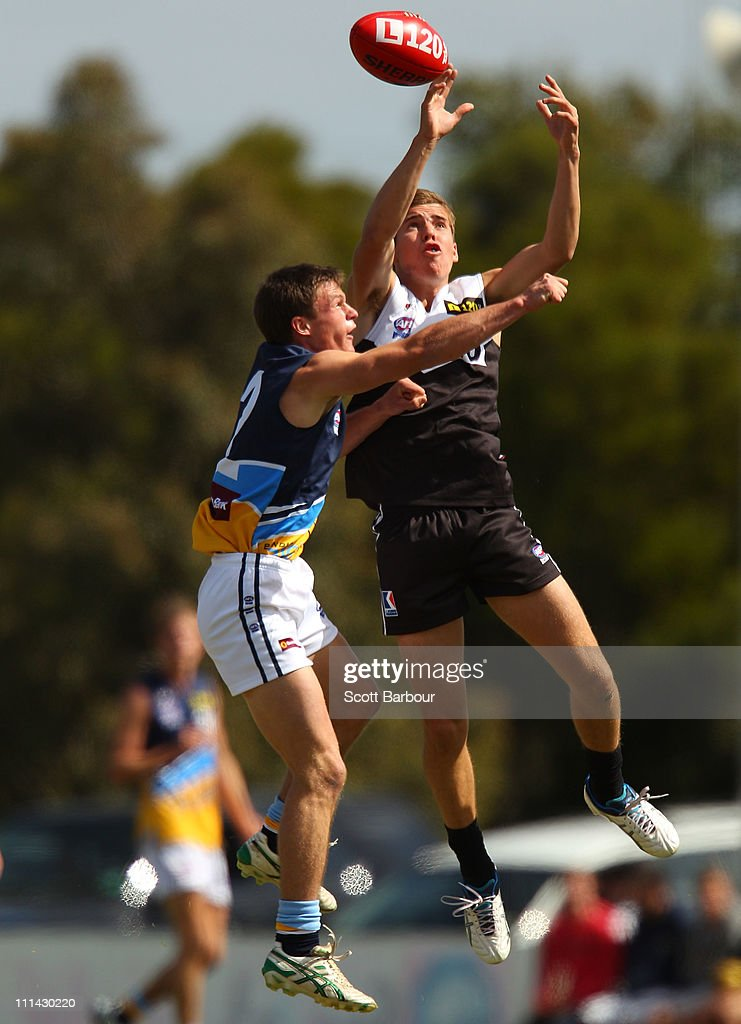 <a gi-track='captionPersonalityLinkClicked' href=/galleries/search?phrase=Jake+Lloyd+-+Australian+Rules+Football+Player&family=editorial&specificpeople=15436268 ng-click='$event.stopPropagation()'>Jake Lloyd</a> of the Rebels competes for the ball during the round one TAC Cup match between the North Ballarat Rebels and the Bendigo Pioneers at Eureka Stadium on April 2, 2011 in Melbourne, Australia.