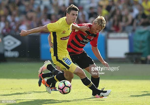 Jake McGing of the Mariners contests the ball with Lachlan Scott of the Wanderers during the round nine ALeague match between Central Coast Mariners...