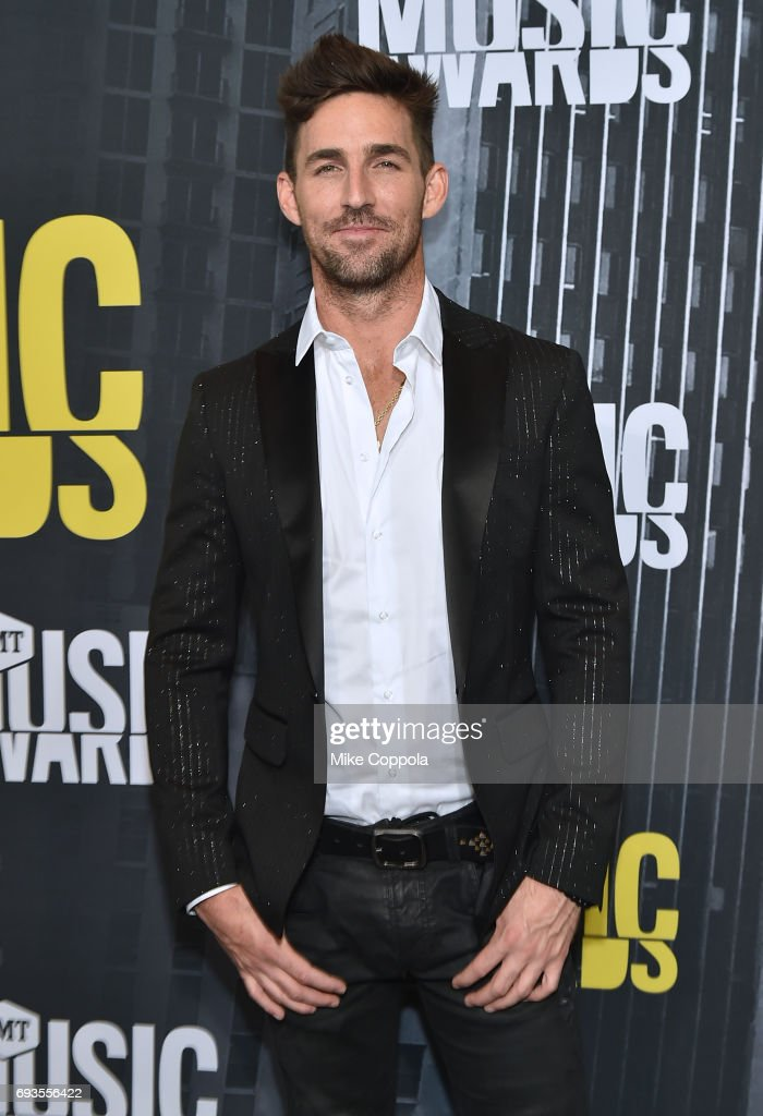 Jake Owen attends the 2017 CMT Music Awards at the Music City Center on June 7, 2017 in Nashville, Tennessee.