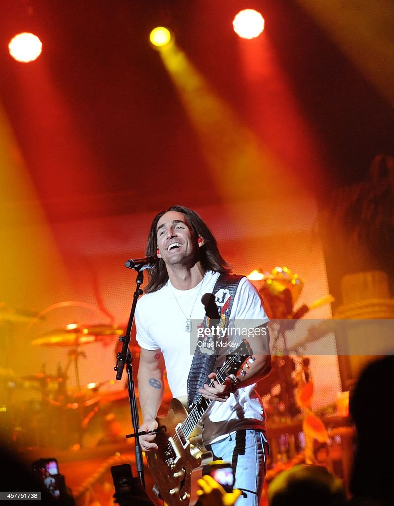 Jake Owen performs at Arena at Gwinnett Center on October 23, 2014 in Duluth, Georgia.