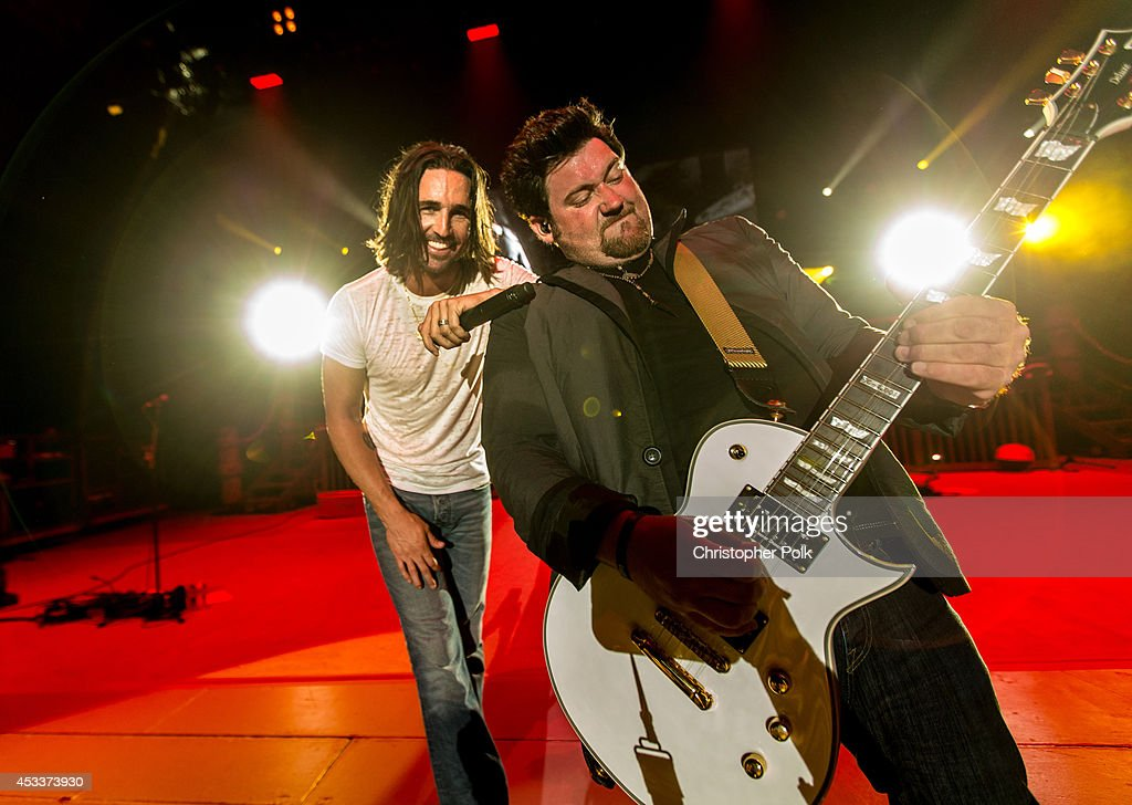 <a gi-track='captionPersonalityLinkClicked' href=/galleries/search?phrase=Jake+Owen&family=editorial&specificpeople=619166 ng-click='$event.stopPropagation()'>Jake Owen</a> performs at The Greek Theatre on August 8, 2014 in Los Angeles, California.