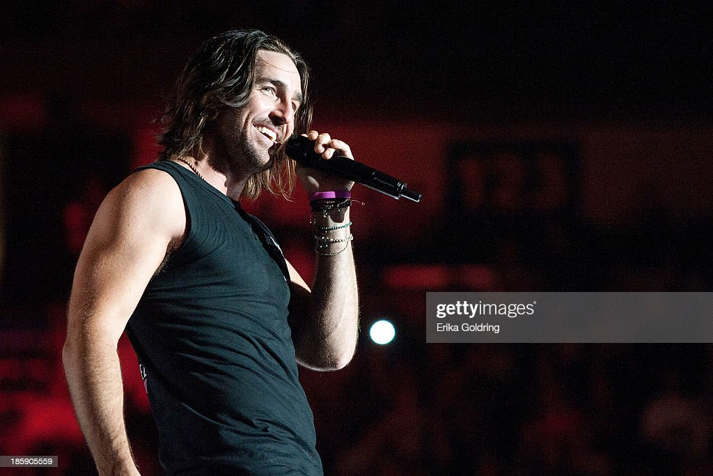 <a gi-track='captionPersonalityLinkClicked' href=/galleries/search?phrase=Jake+Owen&family=editorial&specificpeople=619166 ng-click='$event.stopPropagation()'>Jake Owen</a> performs during Jason Aldean's 8th annual Susan G. Komen Concert for the Cure at New Orleans Arena on October 25, 2013 in New Orleans, Louisiana.